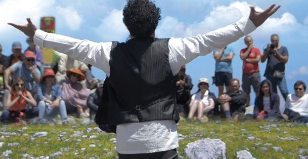 Il teatro riparte dalla vetta della Campania: la resilienza di Enzo D'Arco