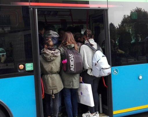 Rientri a scuola: resta il nodo trasporti per il 26 aprile