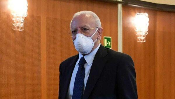 "De Luca: "" Niente più vaccini a vettori virali. Stop anche ai mix"""